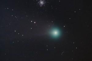 Комета C/2020 F3 (NEOWISE) и шаровое скопление M53