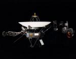 «Вояджер-1», самый удалённый от Земли контролируемый аппарат; сегодня мы разделены с ним 17,5 млрд км. Радиосигналы от зонда приходят с полусуточной задержкой. (Фото NASA.)